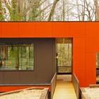 Детали: В дом и на террасу ведет стальной мостик покрытый кипарисом, как и вся терраса. (современный,архитектура,дизайн,экстерьер,интерьер,дизайн интерьера,мебель,вход,прихожая)