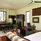 Жилой этаж дома имеет открытую планировку и просторен, во многом благодаря отсутствию перегородок. (современный,архитектура,дизайн,экстерьер,интерьер,дизайн интерьера,мебель,кухня,дизайн кухни,интерьер кухни,кухонная мебель,мебель для кухни,гостиная,дизайн гостиной,интерьер гостиной,мебель для гостиной,столовая,дизайн столовой,интерьер столовой,мебель для столовой)