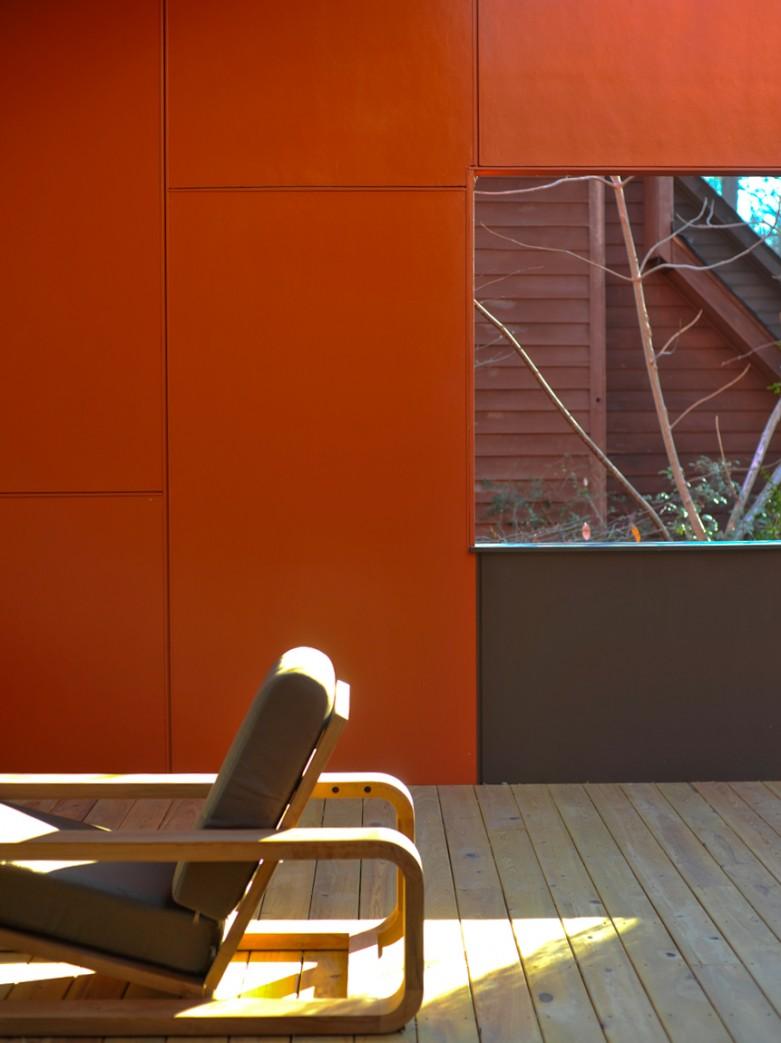 Детали: Игра цвета и света является важной частью создания образа дома.