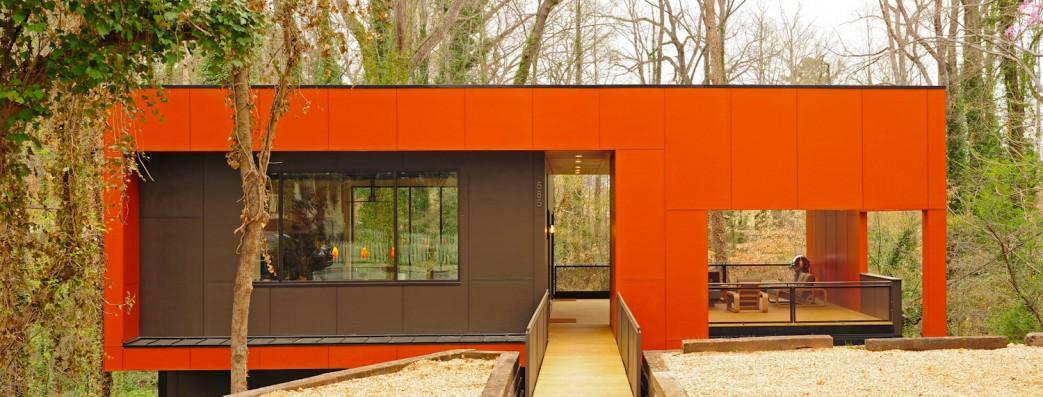 Детали: В дом и на террасу ведет стальной мостик покрытый кипарисом, как и вся терраса.