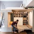 Стоит откинуть кровать на нижнем уровне и можно оставить гостей переночевать.