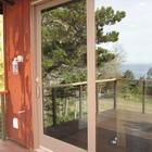 Детали: сдвижная дверь на террасу из кухни. (архитектура,дизайн,экстерьер,интерьер,дизайн интерьера,мебель,современный,на открытом воздухе,патио,балкон,терраса)