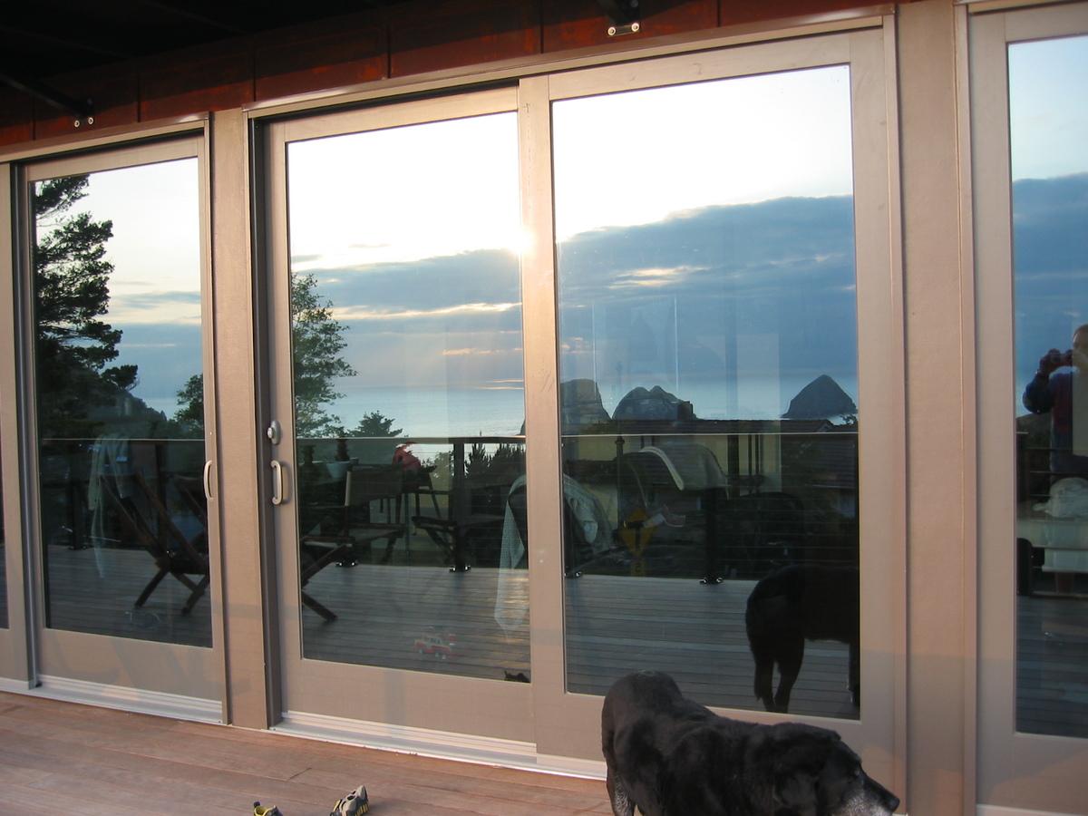 Детали: сдвижные двери на террасу.