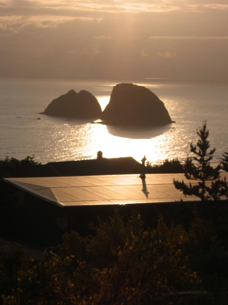 Вид на залив со склона чуть выше дома.