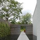 Пруды вдоль дорожки ведущей в дом (фонтан,пруд,фото,вода,каскад,водопад,терраса,сад,на открытом воздухе,патио)