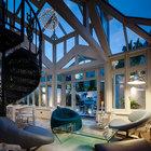 В вечернее время небо является украшением остекленной оранжереи. (эклектика,смешение стилей,мебель,интерьер,дизайн интерьера,архитектура,дизайн,экстерьер,викторианский,индустриальный,лофт,винтаж,стиль лофт,индустриальный стиль,традиционный,гостиная,дизайн гостиной,интерьер гостиной,мебель для гостиной)