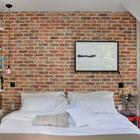 Спальня минимального размера. Кирпичная стена за изголовьем кровати часто встречается в интерьерах стиля лофт. (индустриальный,лофт,винтаж,стиль лофт,индустриальный стиль,эклектика,смешение стилей,архитектура,дизайн,экстерьер,интерьер,дизайн интерьера,мебель,квартиры,апартаменты,спальня,дизайн спальни,интерьер спальни)