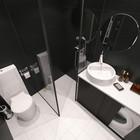Панорамный вид ванной комнаты. (современный,интерьер,дизайн интерьера,мебель,архитектура,дизайн,экстерьер,квартиры,апартаменты,ванна,санузел,душ,туалет,дизайн ванной,интерьер ванной,сантехника,кафель)