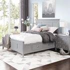 Кровать традиционного дизайна с выдвижными ящиками которые совершенно не портят внешний вид.
