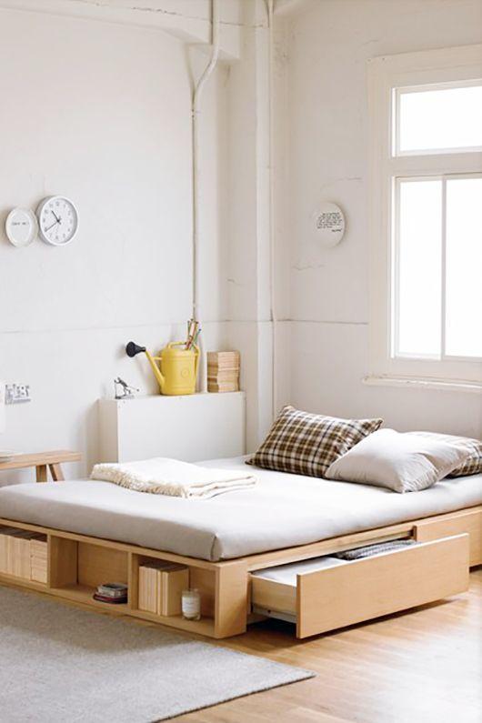 Элегантная минималичтичная кровать в интерьере стиля лофт.