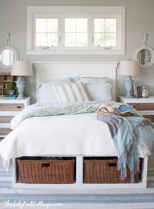 Кровать с корзинками хорошо впишется в средиземноморский интерьер.