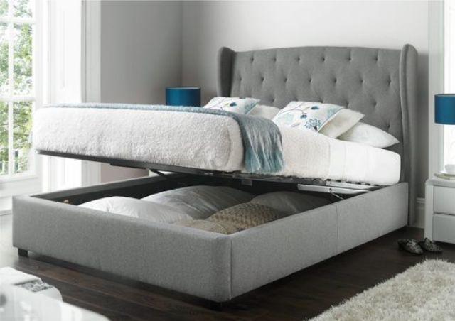 Кровать с поднимаемым матрасом и большим ящиком под ним.