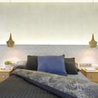 Интересным решением дизайнеров является применение кафельной плитки с этническим рисунком на стене в изголовье кровати и подсветка самой стены . (скандинавский,средиземноморский,интерьер,дизайн интерьера,мебель,квартиры,апартаменты,спальня,дизайн спальни,интерьер спальни)