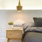 Кафельная плитка с этническим рисунком образует единое изголовье кровати. (скандинавский,средиземноморский,интерьер,дизайн интерьера,мебель,квартиры,апартаменты,спальня,дизайн спальни,интерьер спальни)