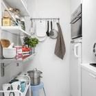 В кухне использованы открытые полки, чтоб не отнимать еще больше места у маленького помещения. (скандинавский,современный,интерьер,дизайн интерьера,мебель,квартиры,апартаменты,кухня,дизайн кухни,интерьер кухни,кухонная мебель,мебель для кухни)