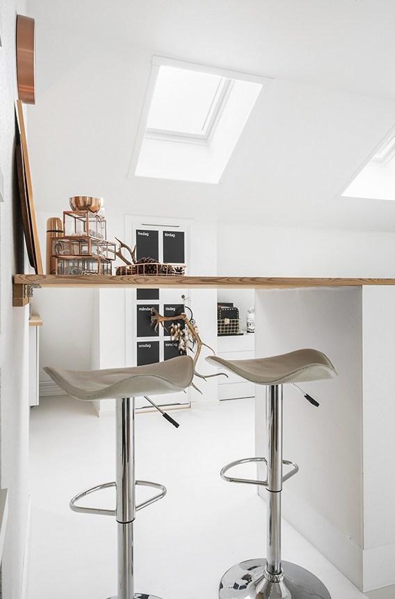 Барная стойка вместо стола.