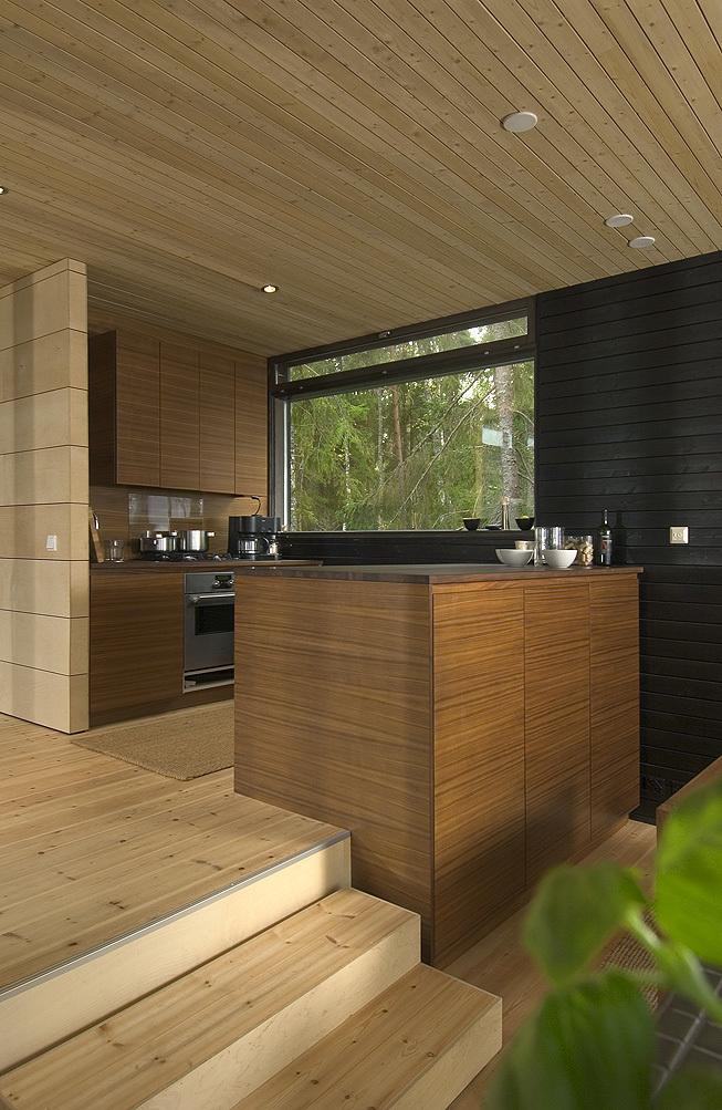 Кухня являясь частью жилой комнаты отгорожена от нее кухонным островом.