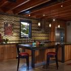 Кухня в открытом пространстве первого этажа. (индустриальный,лофт,винтаж,стиль лофт,индустриальный стиль,архитектура,дизайн,экстерьер,интерьер,дизайн интерьера,мебель,кухня,дизайн кухни,интерьер кухни,кухонная мебель,мебель для кухни,столовая,дизайн столовой,интерьер столовой,мебель для столовой)