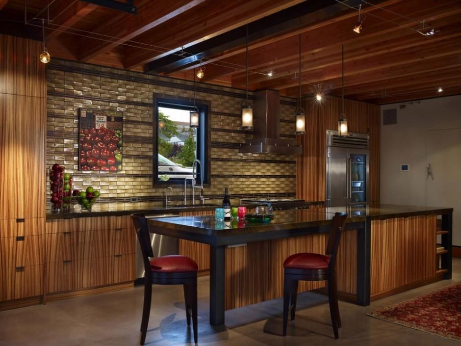 Кухня в открытом пространстве первого этажа.