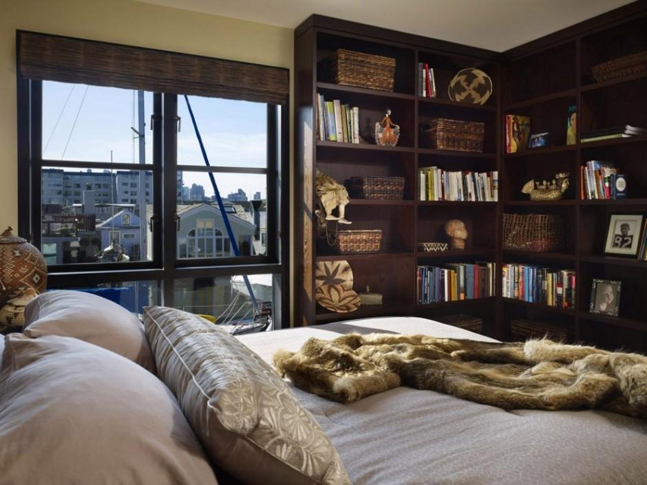 Одна из спален на втором этаже дома