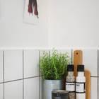 Нашлось даже место зелени. (скандинавский,интерьер,дизайн интерьера,мебель,квартиры,апартаменты,кухня,дизайн кухни,интерьер кухни,кухонная мебель,мебель для кухни)