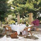 Пергола заросшая виноградом - отличное место для размещения летней столовой.