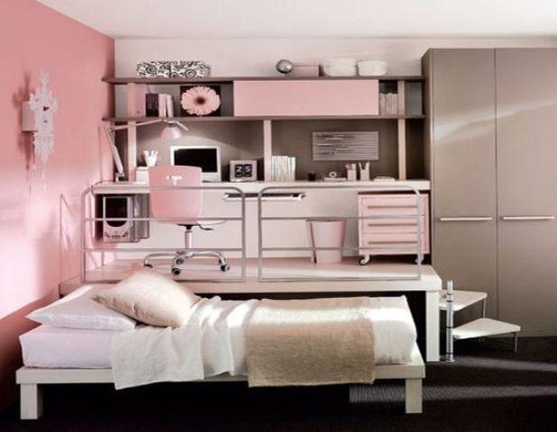 Еще одна детская с рабочим столом на подиуме и кроватью задвигающейся под подиум.