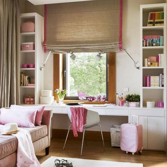 Стильная и удобная детская с рабочим столом у окна вместо подоконника.