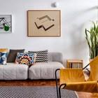 Мебель и картины на стенах