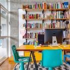 На фото хорошо видны бетонные козырьки защищающие от солнца за окном. (брутализм,индустриальный,лофт,винтаж,стиль лофт,индустриальный стиль,1950-70е,середина 20-го века,интерьер,дизайн интерьера,мебель,архитектура,дизайн,экстерьер,квартиры,апартаменты,домашний офис,офис,мастерская)