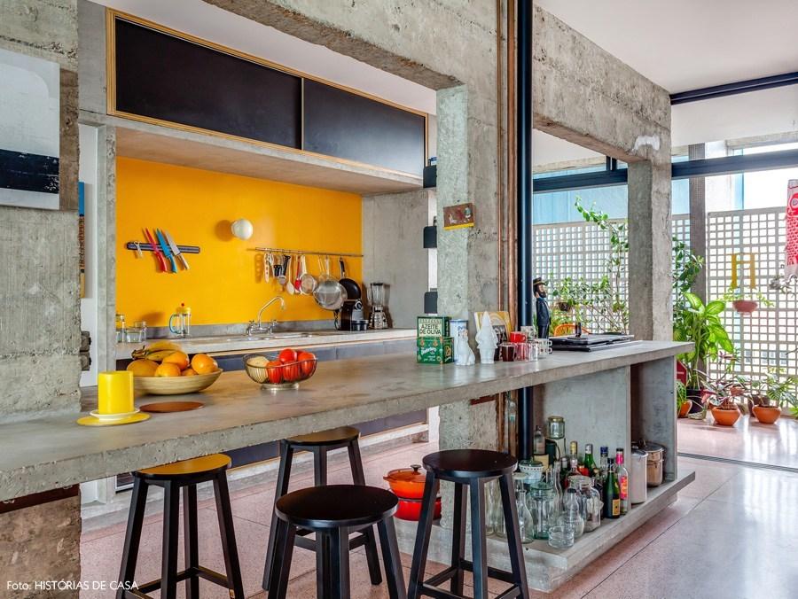 Кухня -центральное место квартиры где протекает большая часть семейной жизни и встречи с друзьями.