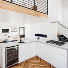 L-образная кухня является центром развлечений. (минимализм,архитектура,дизайн,экстерьер,интерьер,дизайн интерьера,мебель,кухня,дизайн кухни,интерьер кухни,кухонная мебель,мебель для кухни)