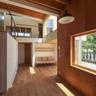 Лестница и гостинная, вид из столовой (столовая,гостинная,лестница)