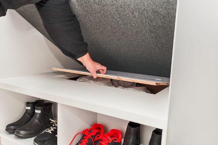 Под полушкой место для хранения. Например можно хранить комплект постельного белья.