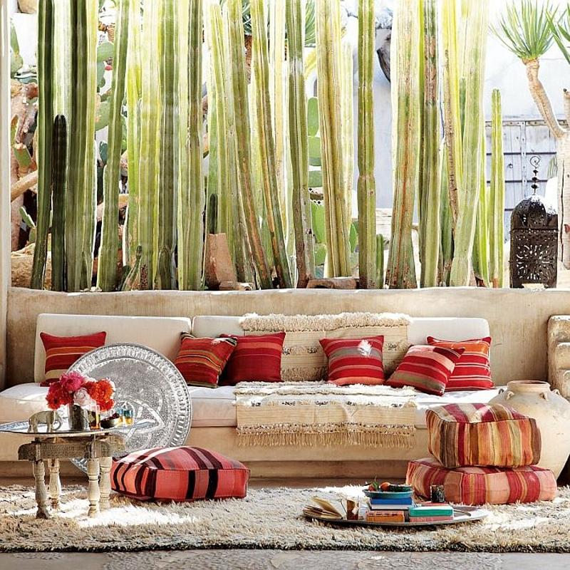 Аксессуары в мавританском стиле добавляют красок.