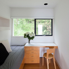 Небольшая спальня в приватной части дома. (архитектура,дизайн,экстерьер,интерьер,дизайн интерьера,1950-70е,середина 20-го века,спальня,дизайн спальни,интерьер спальни)