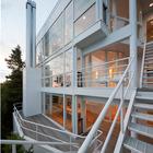 Террасы и наружная лестница дома.