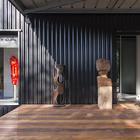 Ощущение причастности к искусству появляется уже на входе в дом. (индустриальный,лофт,винтаж,стиль лофт,индустриальный стиль,минимализм,современный,архитектура,дизайн,экстерьер,интерьер,дизайн интерьера,мебель)