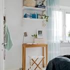 Полочки над мебелью. Удобны над столом, обеденным или рабочим, над кроватью.