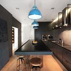 Большой кухонный стол из искусственного камня визуально расширяет пространство кухни.