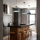 Кухонный остров на кухне заменил обеденный стол. Он хорошо подходит как для приготовления пищи, так и для проведения достаточно многолюдных вечеринок.