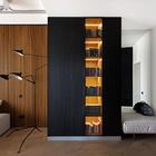 Подсвеченные книжные полки являются одновременно и практичным, и очень привлекательным решением. (индустриальный,лофт,винтаж,стиль лофт,индустриальный стиль,современный,интерьер,дизайн интерьера,мебель,квартиры,апартаменты,гостиная,дизайн гостиной,интерьер гостиной,мебель для гостиной,вход,прихожая)