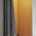 Яркая душевая неправильной формы расположена рядом с кухней. (квартиры,апартаменты,скандинавский,минимализм,интерьер,дизайн интерьера,мебель,ванна,санузел,душ,туалет,дизайн ванной,интерьер ванной,сантехника,кафель)