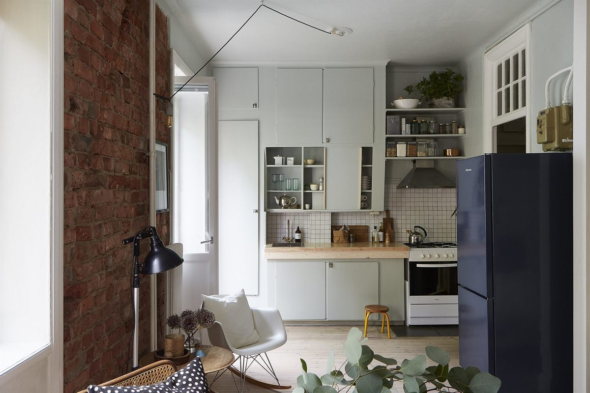 Объединение кухни с жилой комнатой позволило лучше использовать пространство, появилось место даже для кресла-качалки.