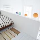 Небольшая спальня-лофт на втором уровне квартиры