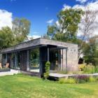 В фасаде дома совершенно не угадывается модульный дом.
