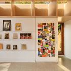 Дизайн студии со стелажами (студия,домашний офис,офис,мастерская,индустриальный,лофт,винтаж,современный,мебель,архитектура,дизайн,интерьер,экстерьер)