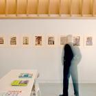 Интерьер студии решен в светлых нейтральных тонах (студия,домашний офис,офис,мастерская,современный,индустриальный,лофт,винтаж,архитектура,дизайн,интерьер,экстерьер)