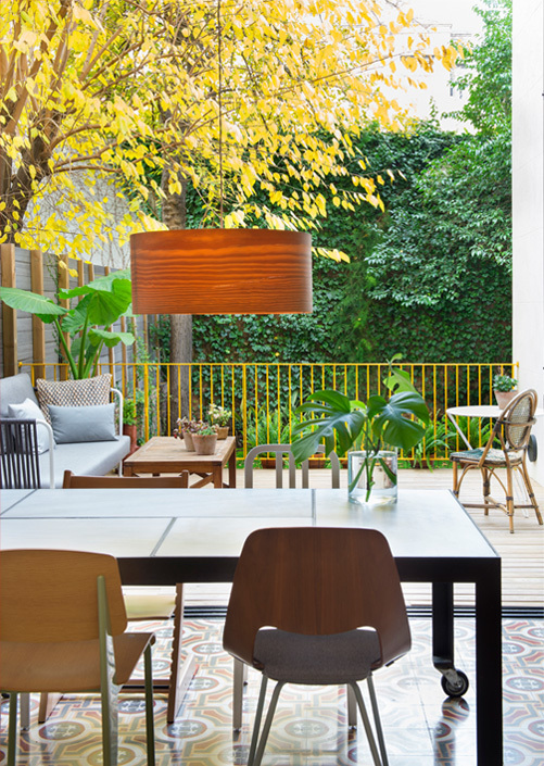 Приятным моментом в том чтоб впустить зелень в дом является то что природа сама украшает его по своему усмотрению.