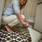 С помощью линолеума можно обновить пол в ванной и существенно изменить интерьер помещения.